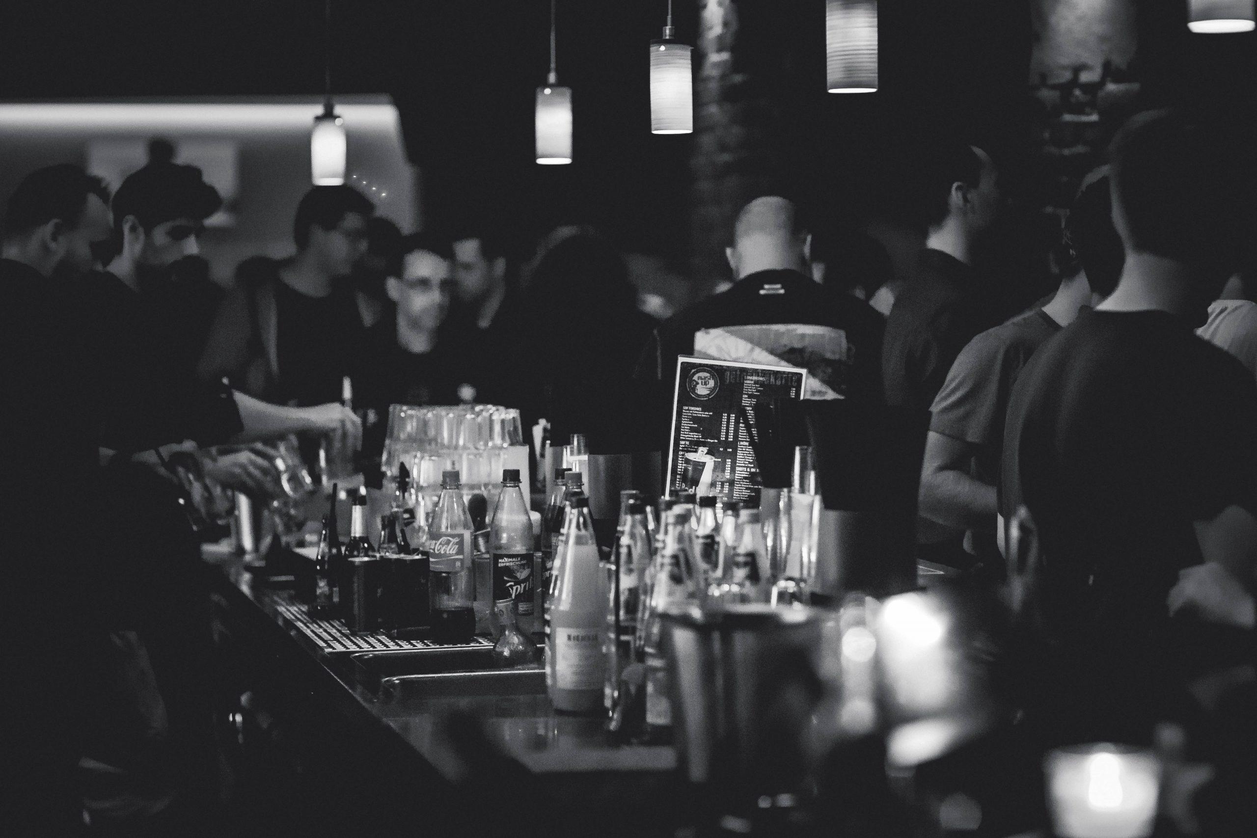 adult-alcohol-bar-bartender-274192