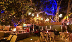 Kickstart your weekend with these top 10 bars in Delhi! 3
