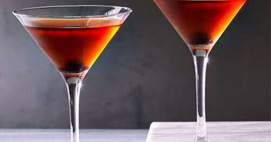 Dive in the classic Manhattan cocktail! 6