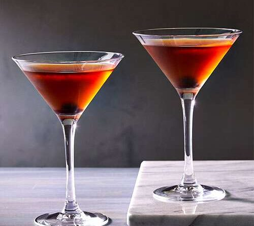 Dive in the classic Manhattan cocktail! 1