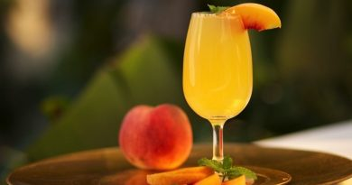 Enjoy this bellini cocktail this summer! 2