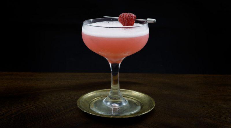 Classic clover club cocktail recipe 1