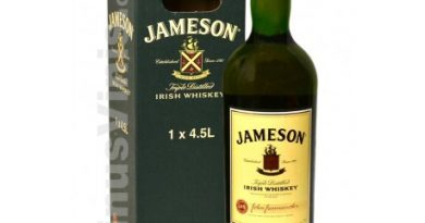 """Jameson irish whisky box with bottle."">"