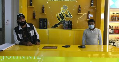 Premium liquor shop opens in Noida 3